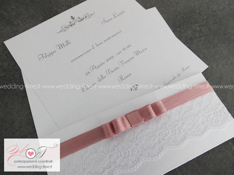 invito nozze realizzato a tasca con applicazione di nastro e pizzo
