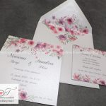 invito di nozze con stampa floreale rosa